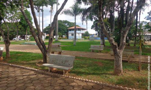 Amorinópolis - Praça da Igreja Matriz de Nossa Senhora da Guia