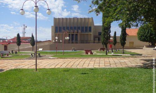 Araçu - Praça da Igreja de Santa Rita de Cássia