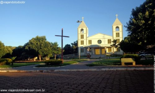 Montes Claros de Goiás - Praça da Igreja Matriz de Cristo Rei