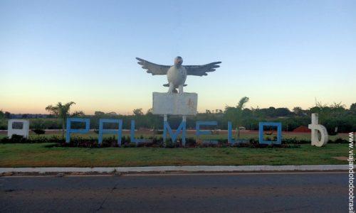 Palmelo - Letreiro na entrada da cidade