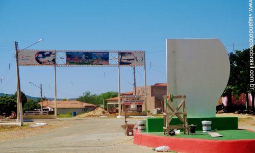 Paraú - Pórtico na entrada da cidade