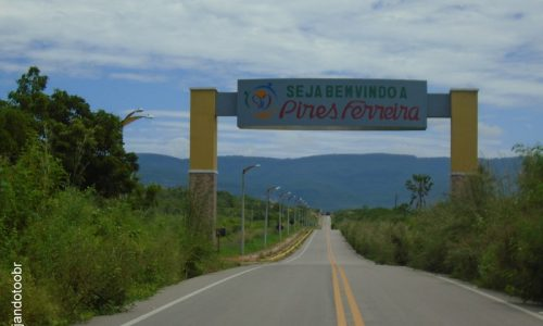 Pires Ferreira - Portal na entrada da cidade
