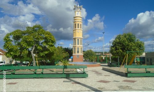 Solonópole - Coluna da Hora na Praça Simião Machado