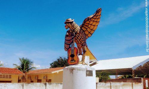 Umarizal - Estátua em homenagem ao Gavião