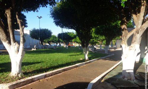 Adelândia - Praça da Igreja Matriz de São Sebastião