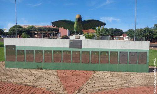Aporé - Praça do Periquito