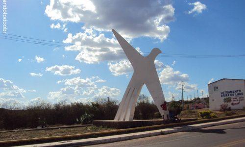 Araripina - Monumento na entrada da cidade
