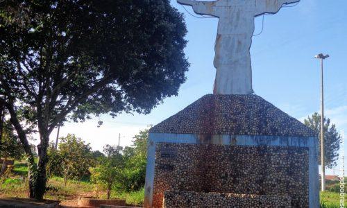 Cachoeira de Goiás - Imagem em homenagem ao Cristo Redentor
