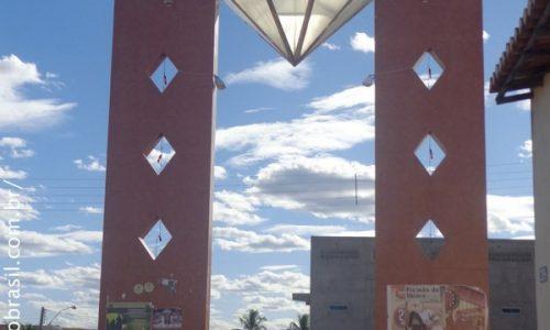 Diamante - Pórtico na entrada da cidade