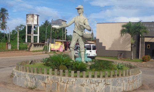 Extremoz - Estátua em homenagem ao Grudeiro
