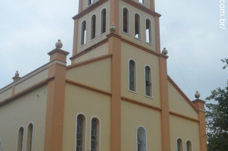 Governador Lindenberg - Igreja de São Francisco de Assis