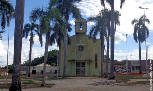 Itapirapuã - Praça da Igreja Matriz de São Domingos