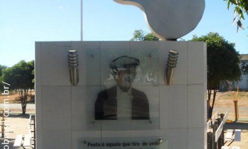 Monteiro - Monumento em homenagem ao Poeta Pinto do Monteiro