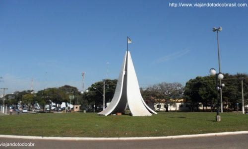 Nova Andradina - Rotatória na Avenida Principal