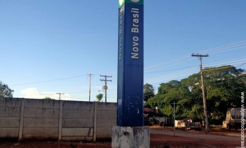 Novo Brasil - Letreiro na entrada da cidade