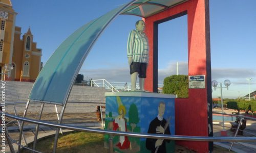 Poço de José de Moura - Estátua em homenagem a Zé Moura