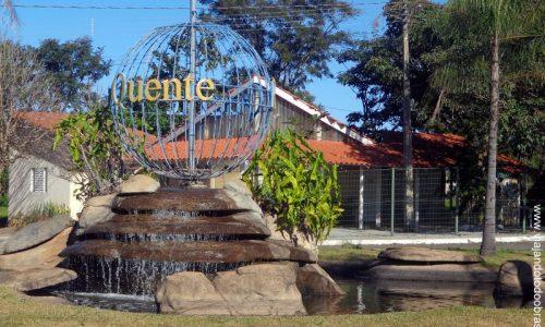 Rio Quente - Fonte na entrada da cidade