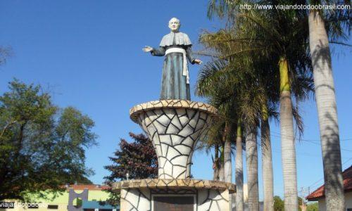 Vicentina - Estátua em homenagem a Padre José Daniel
